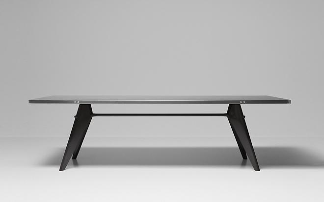 Стол дизайна Жана Пруве