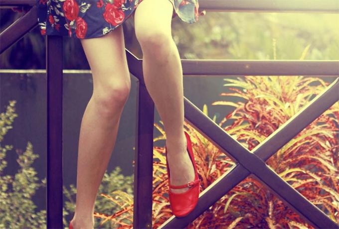 Расставить ножки женщины