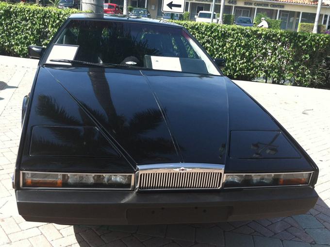 Aston Martin Lagonda 1970 — объект охоты коллекционеров по всему миру. Цена на хорошо сохранившийся экземпляр начинается от 300 тысяч долларов.