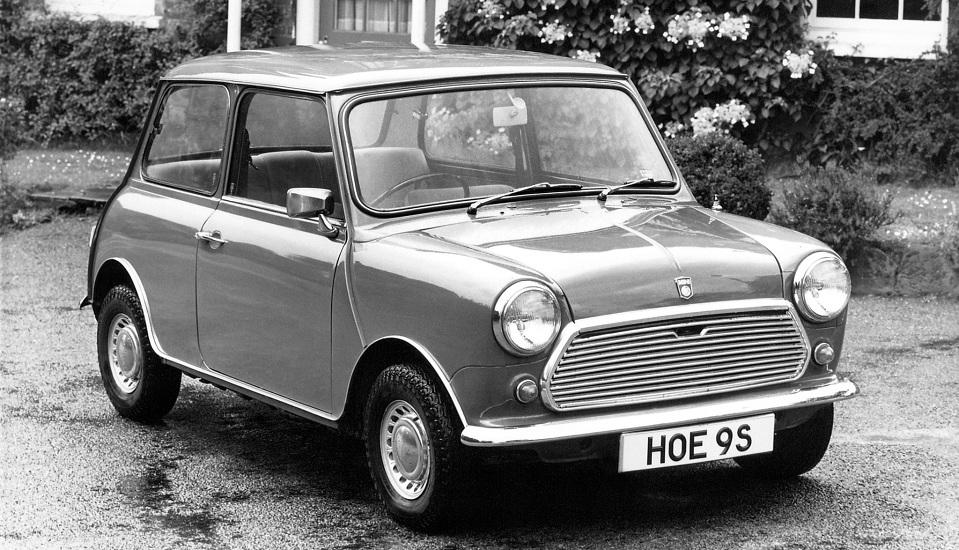 """<p style=""""text-align: center;""""><strong>BMC Mini. </strong>Разработанный сэром Алеком Иссигонисом как экономичный ответ на Суэцкий газовый кризис в 1956, он полностью изменил автомобильный рынок. Мини является причиной того, что большинство малолитражных автомобилей сегодня имеют поперечно расположенный двигатель и передний привод.</p>"""