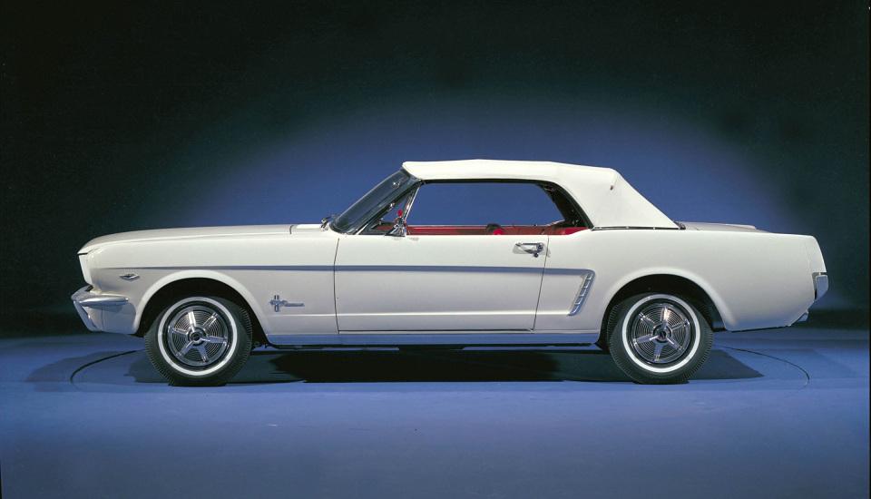 """<p style=""""text-align: center;""""><strong>Ford Mustang 1964 </strong>— автомобильная мечта в чистом виде, создавшая новый сегмент — muscle cars. Мощные и большие автомобили стали символом шестидесятых и семидесятых годов, но Мустанг так и останется непревзойденным образцом американской школы.</p>"""