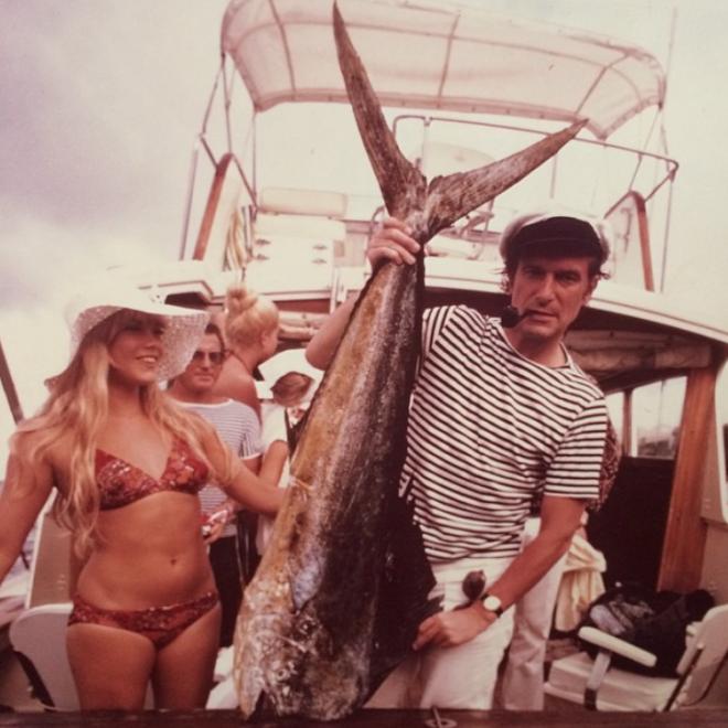 "<p style=""text-align: center;"">Барби Бентон и Хью Хефнер на рыбалке во Флориде.</p>"