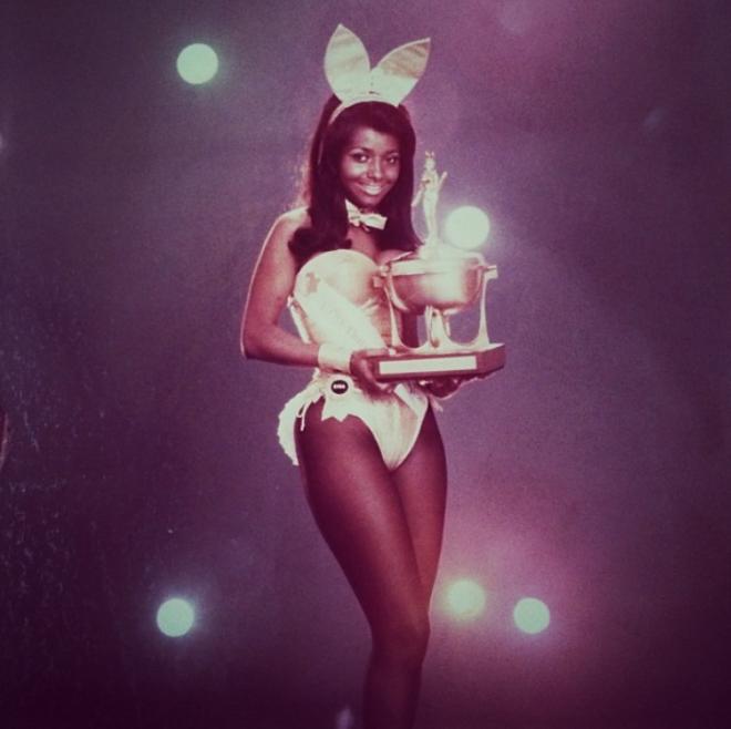 """<p style=""""text-align: center;"""">Первый кролик года Playboy Джина Брайамс, 1969.</p>"""