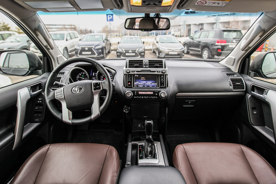 Interior decoration can not be called innovative or at least unique number is unified with other models of toyota parts is so high that you lose count in