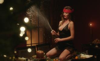 Самое горячее видео к рождеству: топ-модели, латекс и тонны соблазна