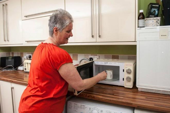 Фото женщина паказывает сваю машонку