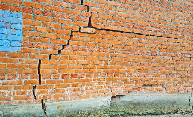 Соседи смеялись над стенами дома
