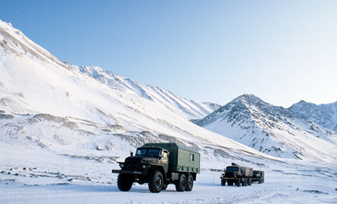 Чукотский зимник через замерзший океан: дальнобойщик показал работу в ледяной пустыне