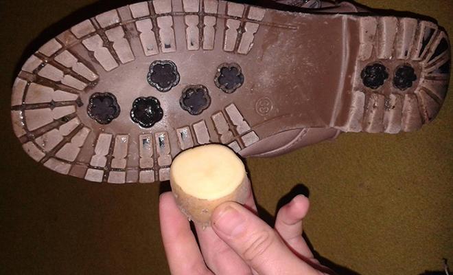 Делаем подошву обуви нескользкой по советам из СССР: используем сырую картошку и лак