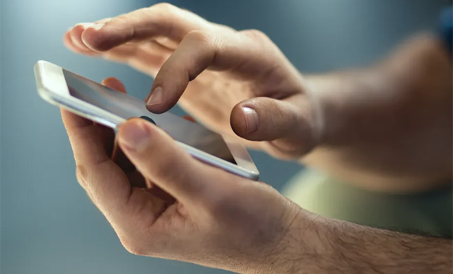Техник рассказал, может ли вас прослушивать смартфон, когда просто лежит на столе