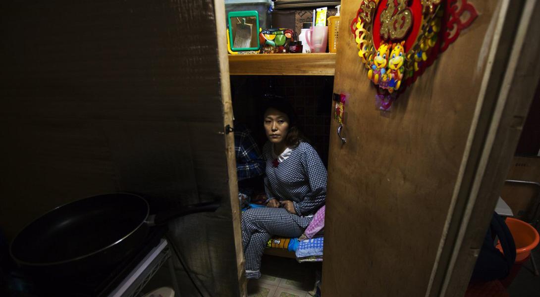 В этом жилище 37-летней Ли Жун на 10 кв. метрах положительно хватило места для двухярусной мебели и микротелевизора.