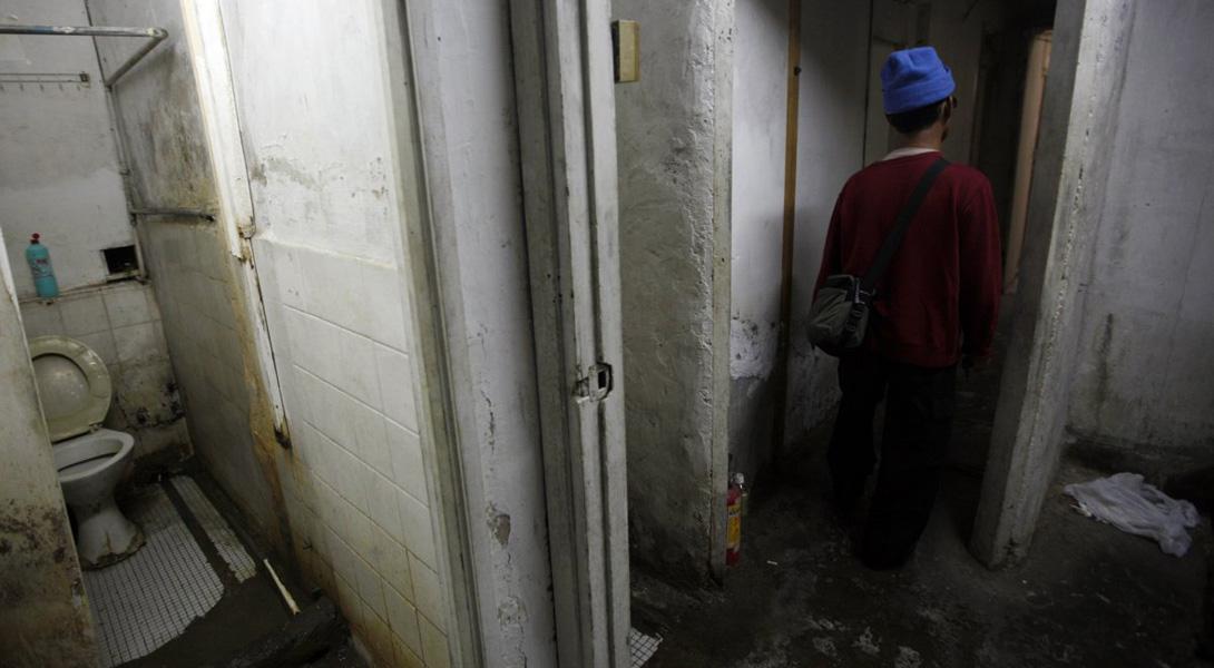 Алчные риэлторы заселяют людей даже в пустующие производственные здания, что в принципе запрещено делать, но никто за этим не следит.