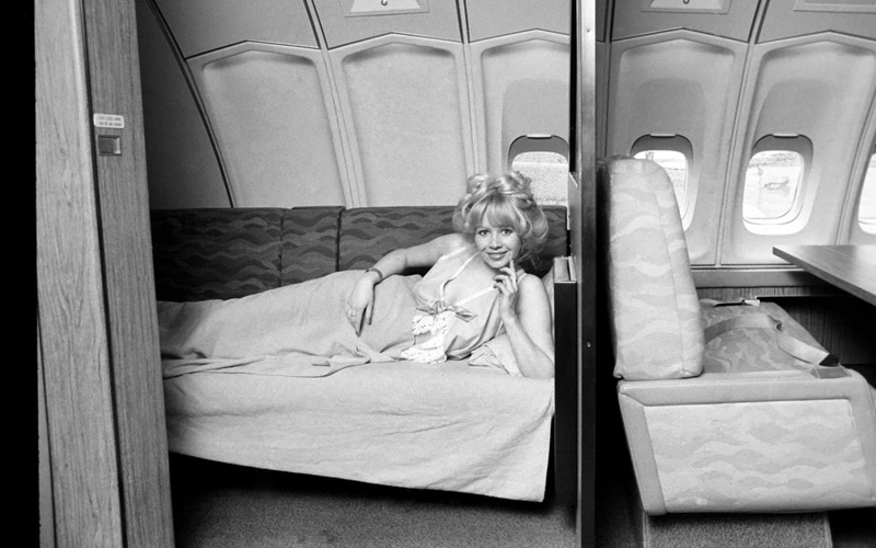 �������� ����� � ���� ������� ������ Singapore Airlines ��������� � 1975 ����. ��������� ������� �������� � �� ��� ���� �� 747-��, �������� � ������ ������ Lufthansa.