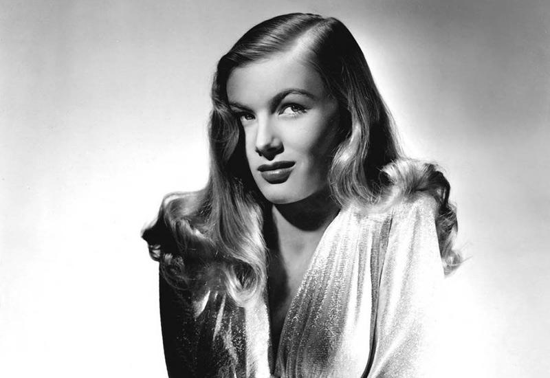 Вероника Лейк прославилась еще в начале 40-х годов как девушка с самой известной прической, а уже затем как актриса множества нуар-фильмов.
