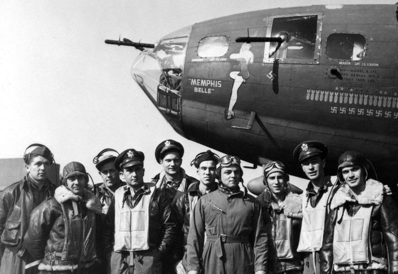 Иллюстратор Джордж Петти из Esquire создал целую серию так называемых Petty Girls. Они часто наносились в качестве талисмана на самолеты, особенно после истории экипажа Memphis Belle, совершившего 25 боевых вылетов и не имевшего ни единого повреждения.