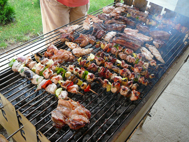 http://trendymen.ru/images/blogs/1604/attachments//Bulgarian_barbecue_E1.jpg