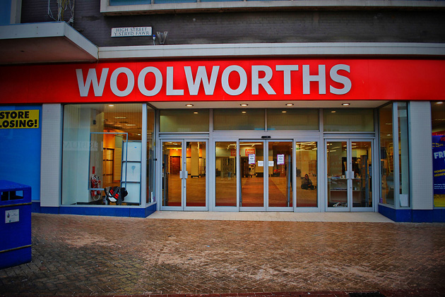 Woolworth, Claire Robertson, антикризис