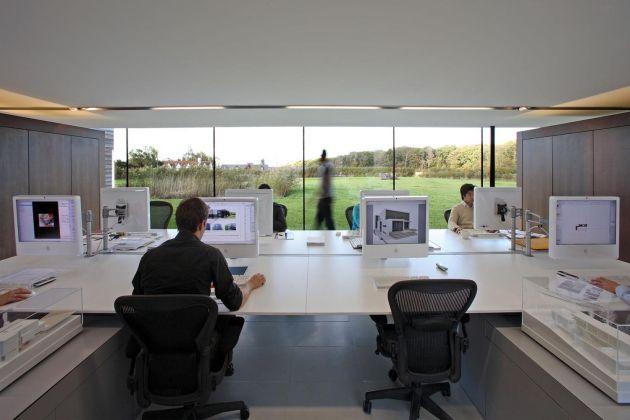 Дизайн студия за окном