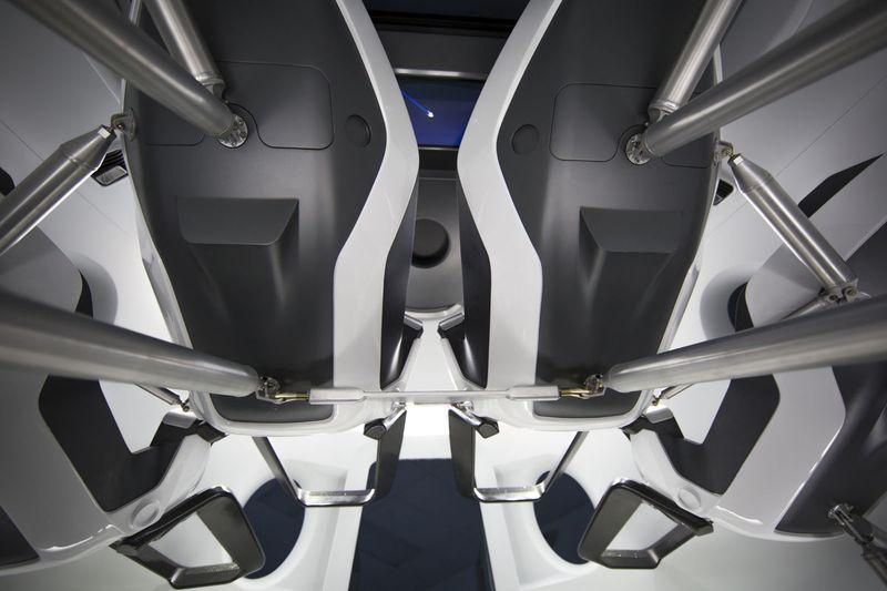 Как устроен новый космический корабль Space X Crew Dragon (4 фото + видео)