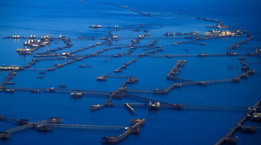 Поселок на сваях Нефтяные камни