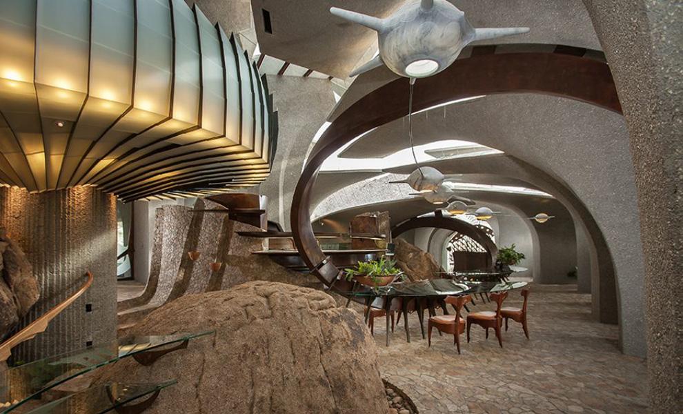 <p>Скальные породы, ставшие неотъемлемой частью дизайна, ни на секунду не дают забыть гостям Пустынного дома о том, где они находятся.</p>