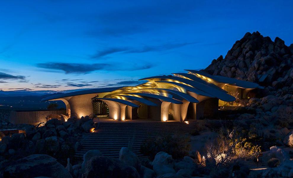 <p>По некоторым данным, сейчас Пустынный дом, находящийся неподалеку от Национального парка США, функционирует как частный дизайн-отель.</p>