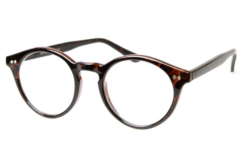 девушке нужны очки:
